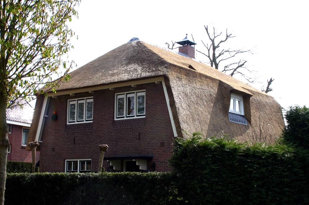 Bouwbedrijf vlot bv huizen rieten kap in plaats van for Bouwbedrijf huizen